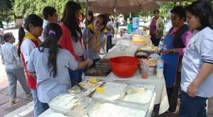Conquistadores participando de la Feria Vegetariana en Cochabamba, Bolivia.