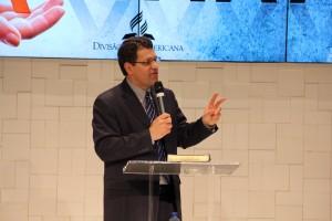 Teólogo y doctor Wagner Kuhn, brasileño que actúa como profesor hace nueve años en Andrews University, Estados Unidos.