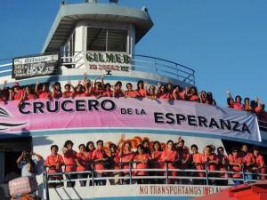 Mujeres adventistas, participando del Crucero de la Esperanza, en la ciudad de Iquitos, Perú.