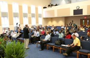 El presidente mundial de la iglesia, Ted  N. C. Wilson, habla durante el entrenamiento, en la Escuela Internacional de Evagelismo al inicio de este mes.