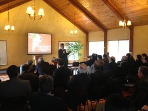 Pastor Rafael Rossi,  asociado Ministerial de la Iglesia en Sudamérica, instruye a  pastores en Chile.