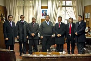 Directivos de la Universidad Adventista de Chile junto al alcade de Chillán.
