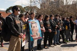 Uruguay se unió al proyecto Rompiendo el Silencio atándose las manos en las principales calles de la capital.