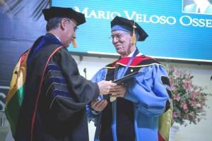 Dr. Mario Veloso, recibió Honoris Causa.