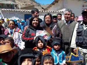 Dra. Ana Velázquez, Ministra de la Mujer de Perú, recibió material del proyecto Rompiendo el Silencio.