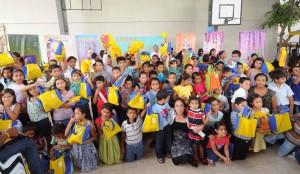 Niños que se capacitaron en oratoria, para presentar historias bíblicas en sus respectivas iglesias.