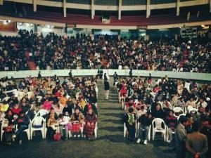 Cientos de personas asisten a la semana de Evangelismo en Bolivia.