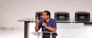 El pastor Luís Gonçalves resalta la necesidad de que los adventistas abran las puertas de sus casas para recibir amigos.
