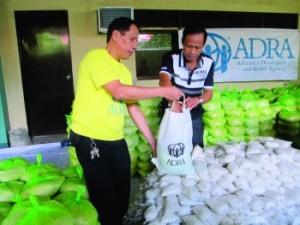 Ayuda de ADRA a familias damnificadas en Filipinas.