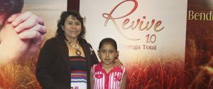 """Antonela, una niña de diez años, la evangelista más joven de """"Revive 1.0 Mi entrega total."""""""