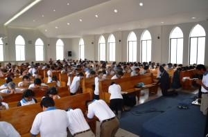 Líderes y pastores oran por Semana Santa.