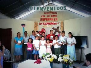 Varias personas decidieron entregar sus vidas a Dios a través del bautismo