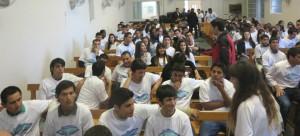 Jóvenes estudiantes han contactado a más de cien personas para estudiar la Biblia.