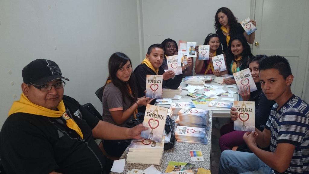 Jóvenes y Conquistadores, también participaron activamente de la preparación del libro misionero