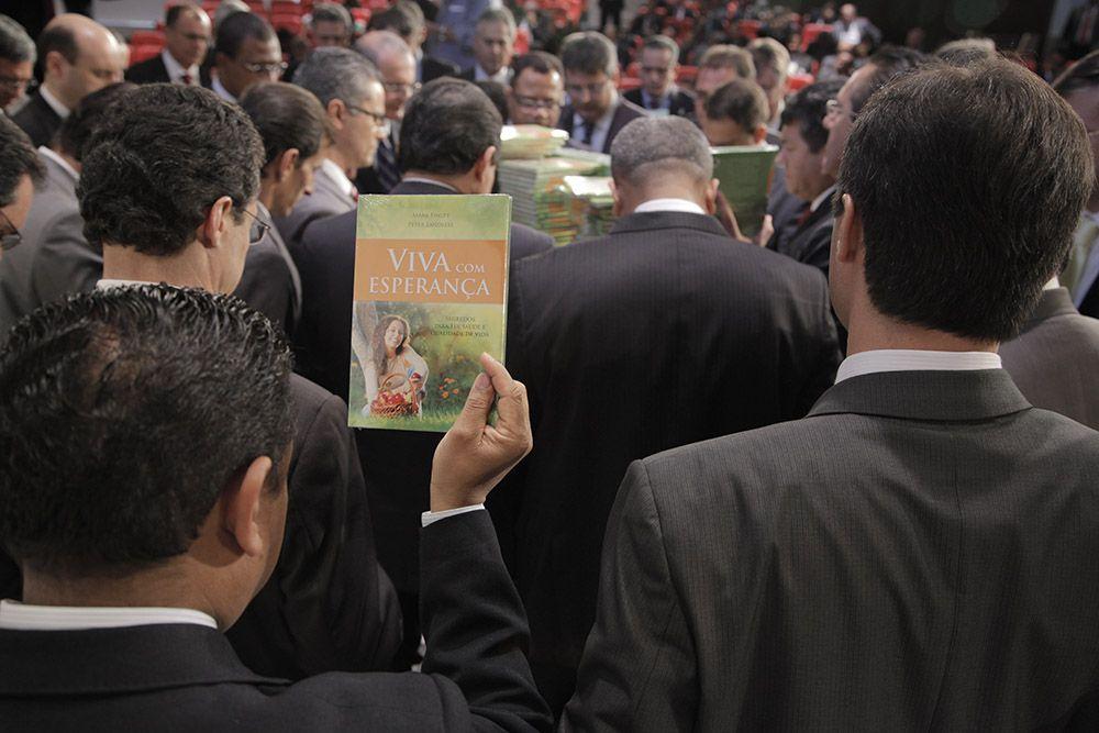 Liderazgo adventista lanza libro misionero para el 2015.