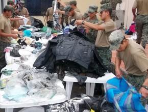 Cuerpos de seguridad nacional, que junto a ADRA Ecuador, estuvieron en la clasificación de prendas y artículos que serán distribuidos en sectores de mayor necesidad.