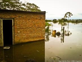 Debido-a-crecida-de-rios-parana-adra-argentina-evacuo-a-familias-afectadas
