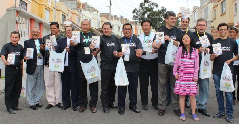Líderes adventistas encabezaron distribución masiva de libros La Única Esperanza.