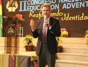 Dr. John Wesley Taylor, Director Asociado de la Educación Adventista a nivel mundial