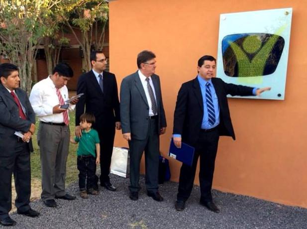 Placa de la nueva radio Nuevo Tiempo en Alto Paraná