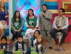 Equipo de ADRA Paraguay presentando colecta en programa de televisión.
