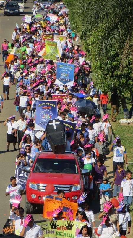Multitudinarias marchas se organizacon en contra de la violencia en Yapacani, Bolivia.