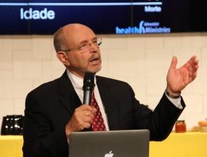 Dr. Fred Hardinge, diretor asociado de Ministerio de la Salud para el área de Nutrición en la sede mundial adventista.