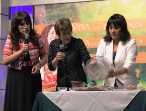 Ernestina de Finley, enseñó receta casera para preparar granola.