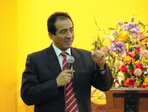 """""""Dios te ama porque eres su hijo"""", expresa CPC David Echevarría, tesorero de la Unión Peruana del Sur, en semana especial de """"Viva con Esperanza""""."""