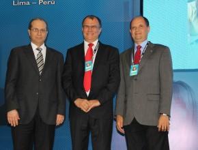 Pr. Eber Liessi, al lado de los dos nuevos colegas de administración, pastores Geovani Queiroz e Ivo Vasconcelos.