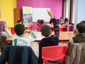 Niños sirios en la nueva escuela coordinada por ADRA Líbano.