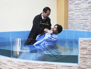 Trabaja seis años en la Clínica Americana de Juliaca y decidió por el bautismo.