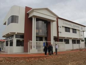 Fachada del nuevo Colegio de Ivigarzama con una moderna infraestructura
