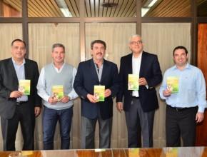 """Autoridades Municipales de Rivadavia reciben el ejemplar """"Viva con Esperanza"""""""