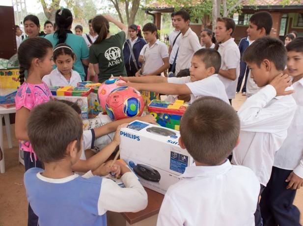 Aulas  móviles instaladas por voluntarios de ADRA