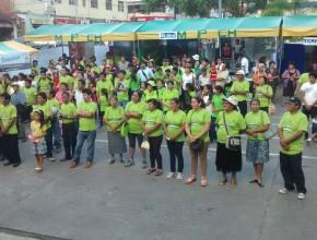Cientos de personas se reunieron para promover los ocho remedios naturales.