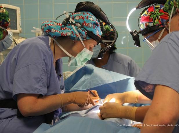 Cirugías gratuitas en el Sanatorio Adventista de Asunción como parte de Impacto Esperanza Paraguay 2015
