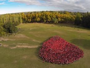 Gota humana formada por 3500 jóvenes