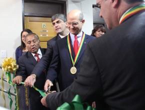 El Líder mundial en el corte de la cinta, en la inauguración del nuevo internado de barones