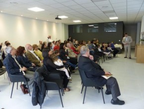 "Fieles frente a la ""Asociació Cristiana Adventista d'Andorra"" (A.C.A.D.A.). [Foto cortesía de la División Intereuropea.]"