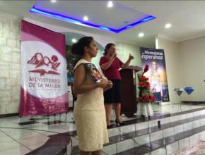 Andrea Egas junto a Yesely Salomón, Directora de Ministerio de la Mujer en la región norte de Ecuador