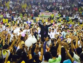 El pastor Luís Gonçalves, predicó para 4 mil personas en el coliseo cerrado de la ciudad de Pucallpa.