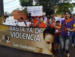 Marcha contra la violencia realizada en Ciudad del Este, Paraguay, junto a Conquistadores y Aventureros.