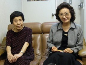 Mrs. Kino, left, and Mrs. Sako remembering the Aug. 6, 1945, atomic blast at Hiroshima in a 2005 interview. (Victor Hulbert)