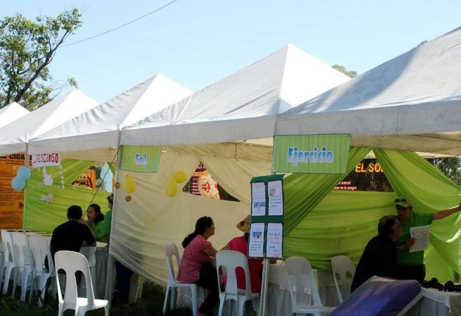 Personas interesadas se acercaron a los stands para conocer más sobre como vivir un estilo de vida saludable