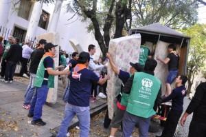 Voluntarios de ADRA, Granix, Jóvenes Adventistas; entre otros, ayudaron a los damnificados en La Plata, Buenos Aires, Argentina.