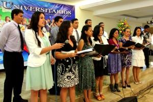 Alumnos del sur de Ecuador reunidos en la Primera Jornada Universitaria.