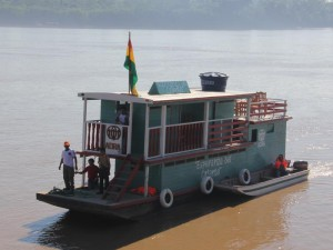 Nueva lancha que llevará ayuda humanitaria al oriente de Bolivia.