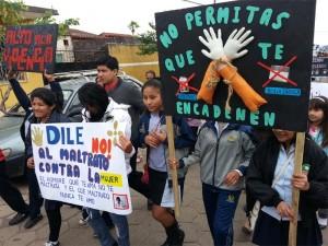 Adventistas marcharon en contra de la violencia en Montero, Bolivia.