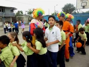 Alumnos del CADE hicieron proyección social junto con la alcaldía de Santo Domingo.